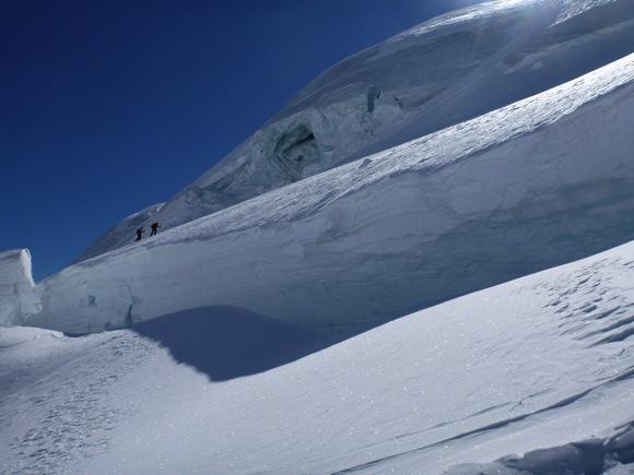 Kleine Menschen, auf einem großen Gletscher