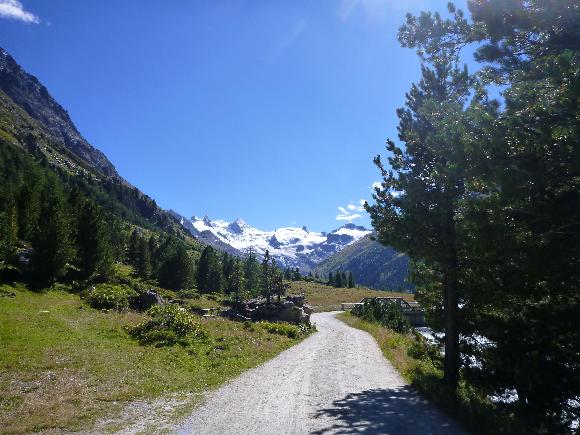 Aufstieg zur Hütte durch das Val Roseg