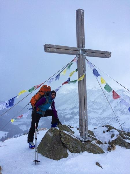 Am Gipfelkreuz, leider mit viel Wind