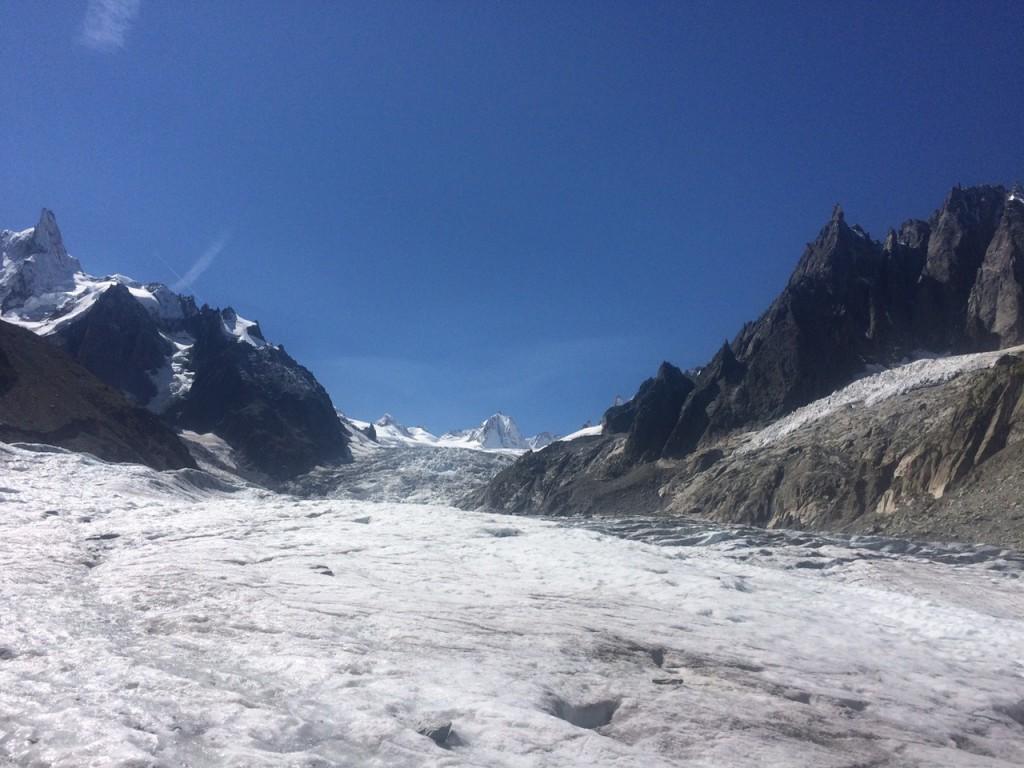 Eis, wohin das Auge sieht, angeblich 80m tief