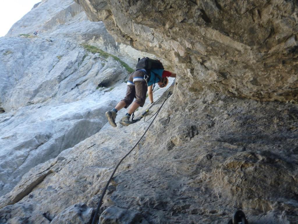 Der Fels ist schön griffig, meist braucht man das Stahlseil nicht.
